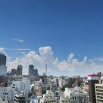 都会で見れる夏の入道雲の様子