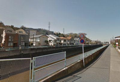 中吉橋の北側から上流方面を見た様子