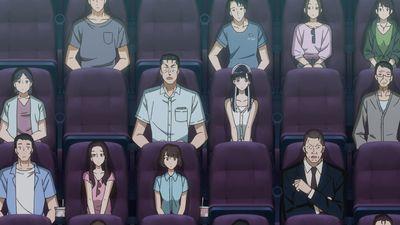 映画を観る近藤とあきらの様子